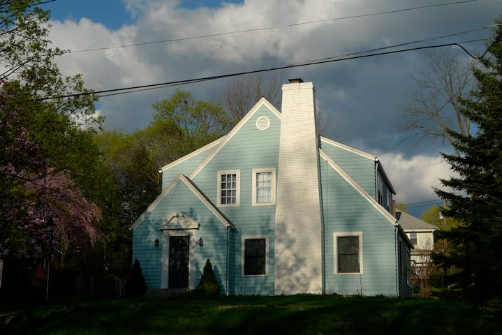 Sweet family house near Cornell