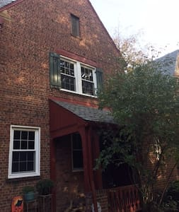 Beautiful Georgetown row house close to it all! - Washington
