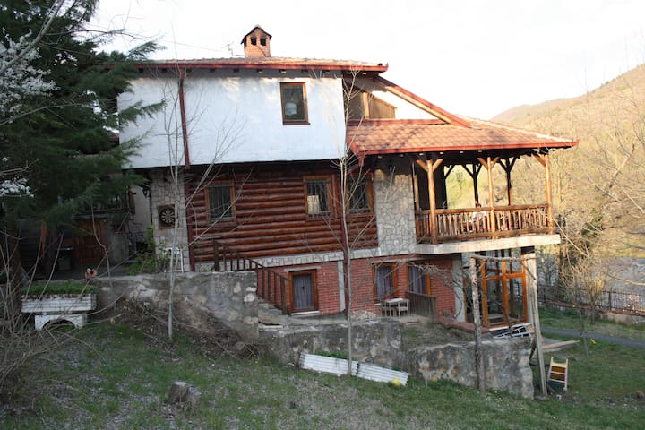Matka Canyon River Side House - Saraj - House