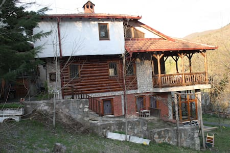 Matka Canyon River Side House - Saraj