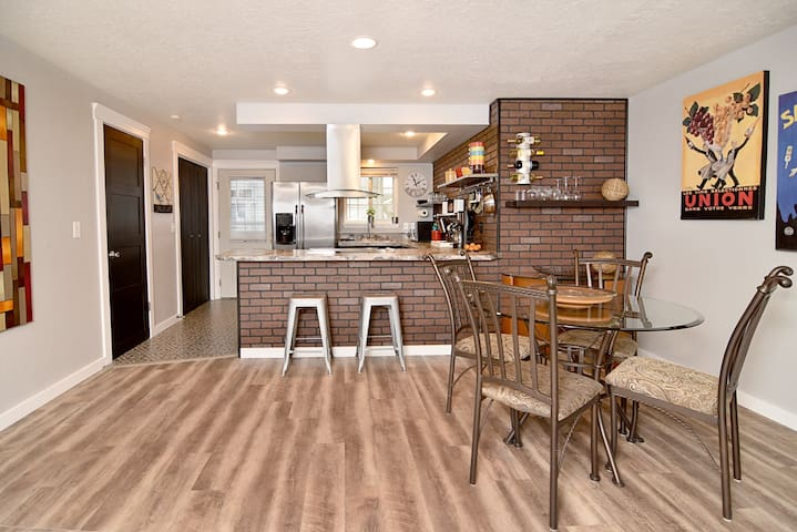 Remodeled Townhome Close to Everything!