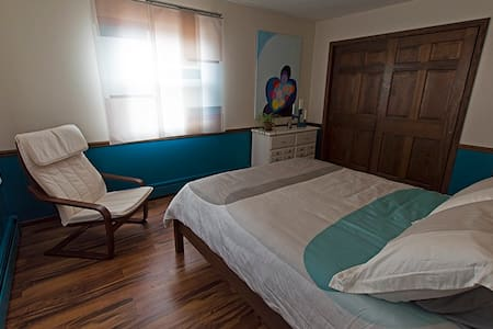 LaRose Wellness Retreat-Kymi Room - Bed & Breakfast