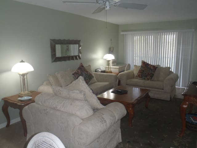 Feel the Tropical Breeze, Quiet, Comfortable, Great Rates - Sanibel