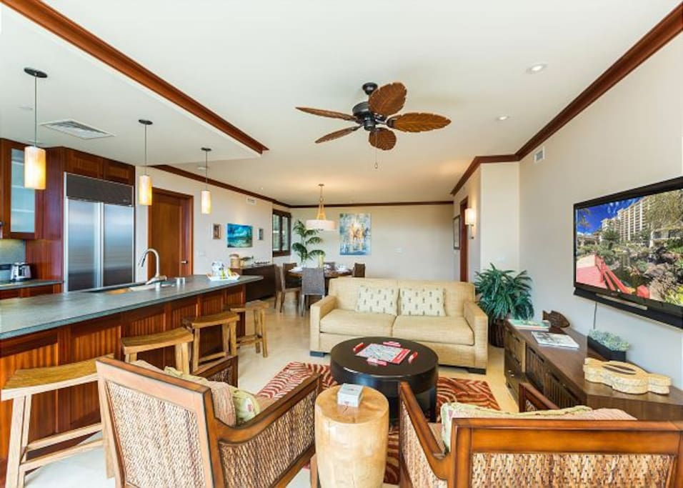 Traditional Island Furnishings and open floor plans