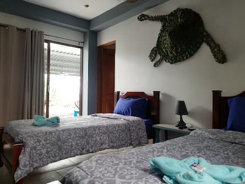 """Cambutal """"Tortuga"""" Oceanfront Twin Beds"""