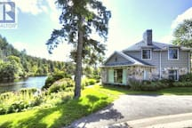 Fairy Avenue Getaway  waterfront - 4 bd./8 persons