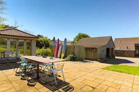 GEORGEHAM THORNCLOSE BARN | 4 Bedrooms - Georgeham - Casa
