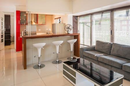 Modern Apartment. Superb Location. Sea Point - Ciutat del Cap - Pis