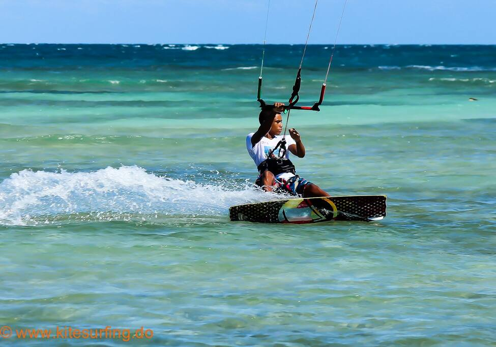 Kitesurfing/ Kiteboarding Dominican Republic Buen Hombre kite beach, beach camp-hotel and kiteclasses