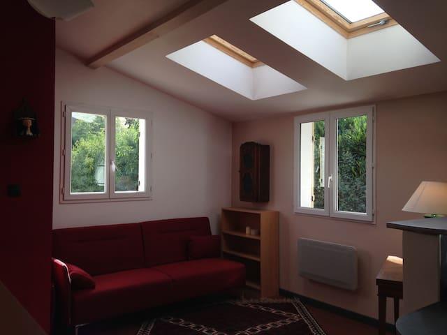 Studio neuf meublé 30m² propre calme
