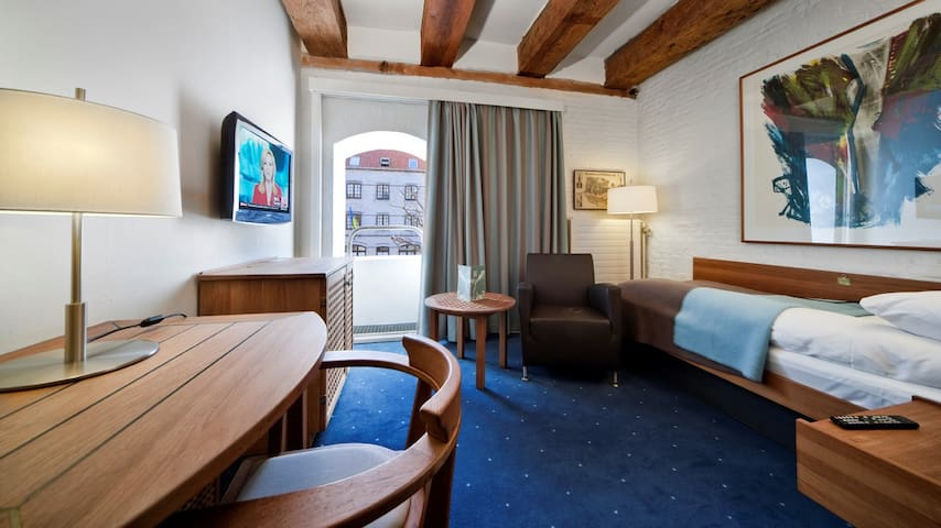 Centrally located hotel in historical building [S]