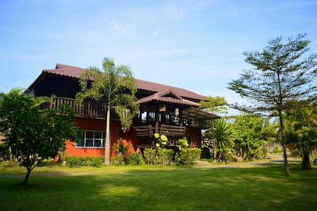 Casa Singtham,A Quiet Oasis Among the Rice Fields - Mae Hoi Ngoen - Bed & Breakfast