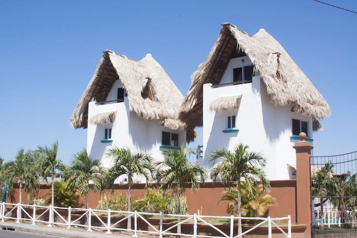 Familiar Lodge on the beach with ocean views - Las Peñitas - 獨棟