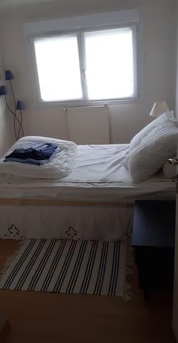 Chambre 3 -1er etage- lit double 140-