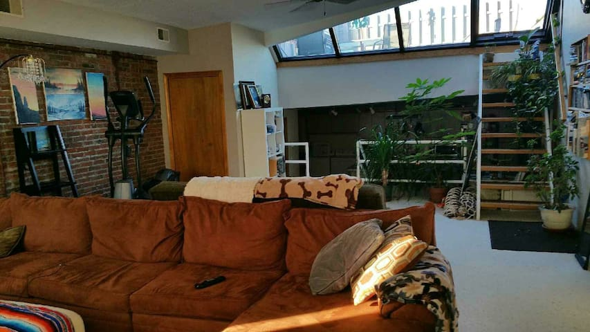Awesome South Side location, private room/bath