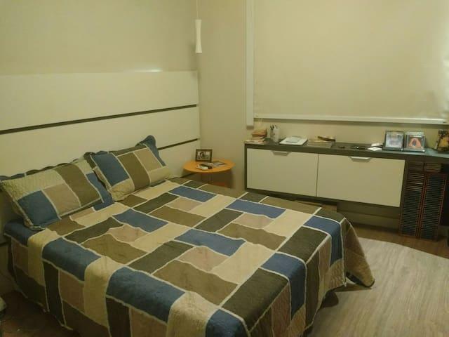 Quarto em apartamento funcional/prático Flamengo