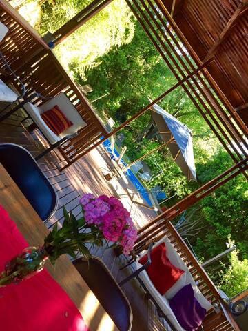 Alojamiento familiar en parcela con piscina