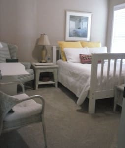 Private Double/Twin Bunk Bedroom - Grovetown