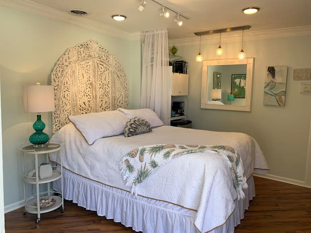 Petit International Shem Creek Studio Suite