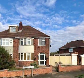 Enderby, Leicester semi det house Sleeps 6 M1/M69