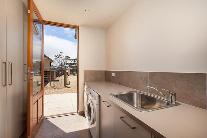 Luxury Waterfront & Wilderness Retreat - White Beach - Huis