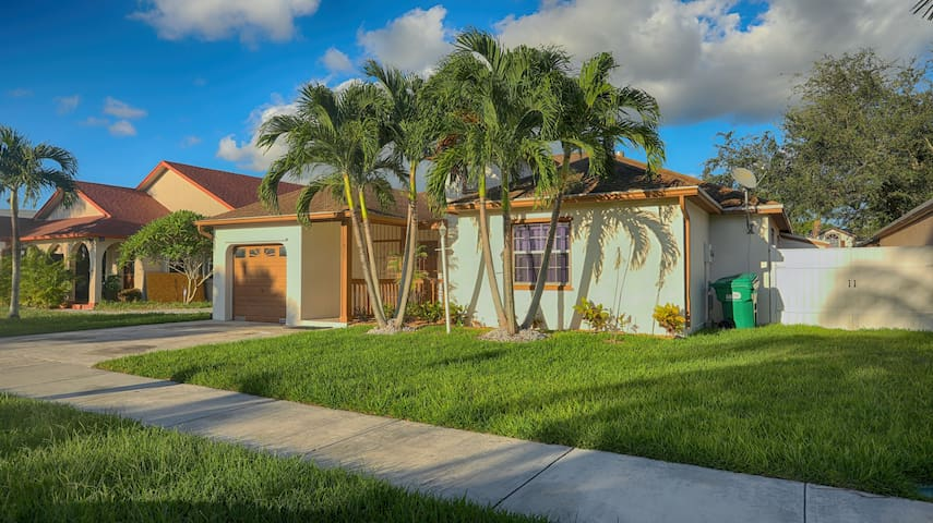 Spacious 4 Bedroom Miami Home Great For Getaways