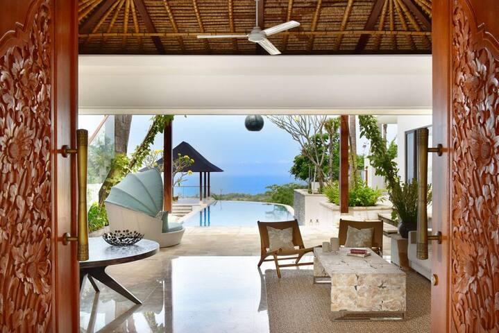 Luxurious Ocean View Private Pool Villa in Uluwatu