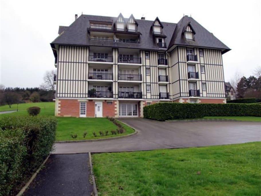 Résidence d'architecture Normande au sein d'un parc paysager.