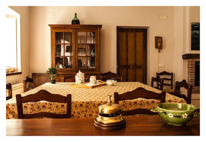 Casa de piedra en el bosque.Habitación cama grande - Castropol - Bed & Breakfast