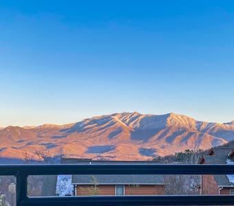Amazing Views Of Mt. LeConte/Hot Tub/15 Min 2 DwTn