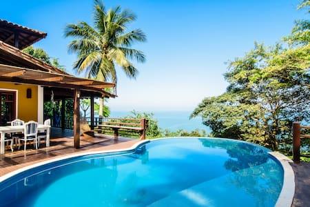 Casa com piscina, linda vista para o mar Ilhabela