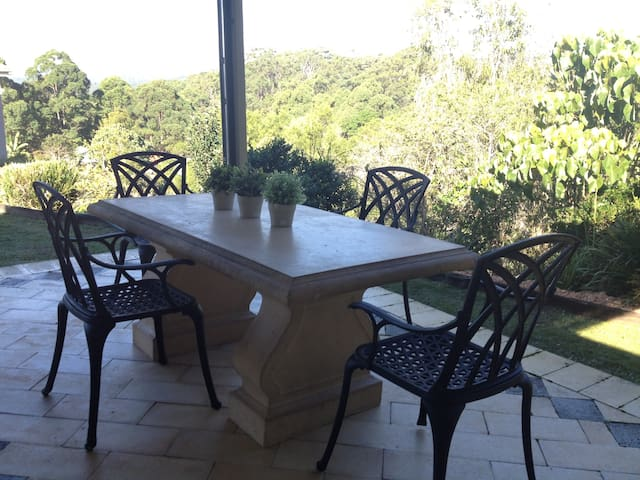Eumundi bush cottage near markets - Eumundi - Dom