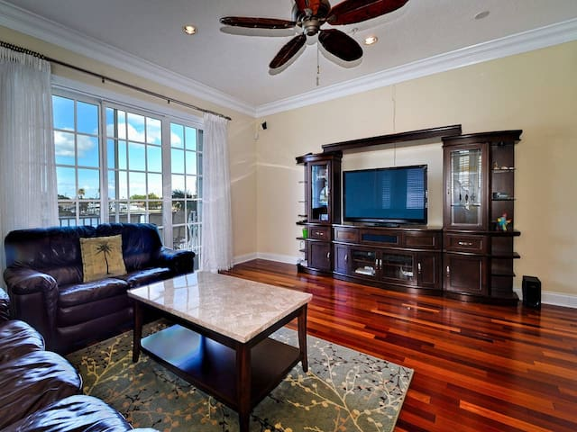 Beach-A-Holic water front rental by beachhousefl