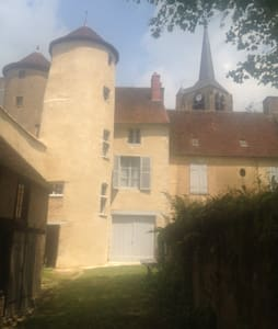 Apartement in a historical house - Moulins-Engilbert - Apartamento