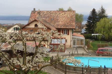 Priv. room betw. Geneva & Lausanne - Aubonne - Casa