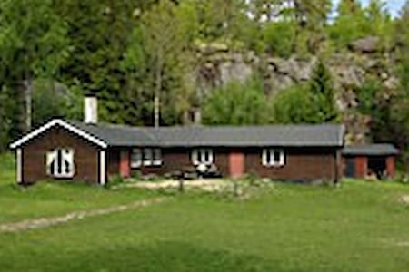 Big cabin 50 km south of Stockholm - Norra Sorunda - 小木屋