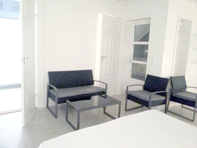 Two simple bedrooms with private bathroom - Rygge - Wohnung