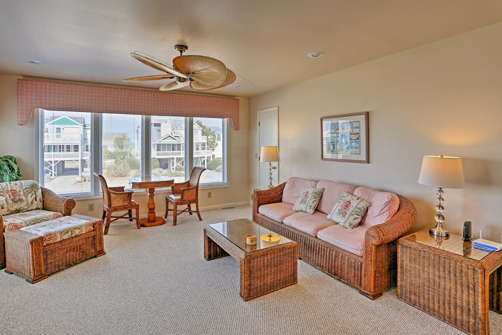 The interior boasts 4 bedrooms, 3.5 bathrooms, and accommodations for 8.