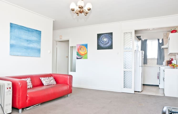 Light filled, spacious room!