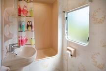 the original retro pink bathroom!