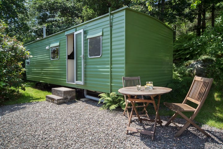 Retro caravan in nature's paradise!