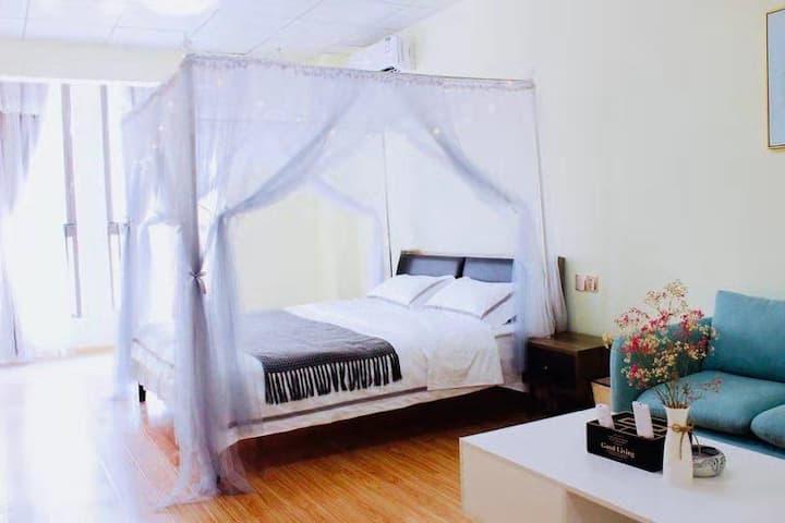 『猪窝·民宿』Lucky公主房·伟星时代公寓·九区大润发楼上·电影院
