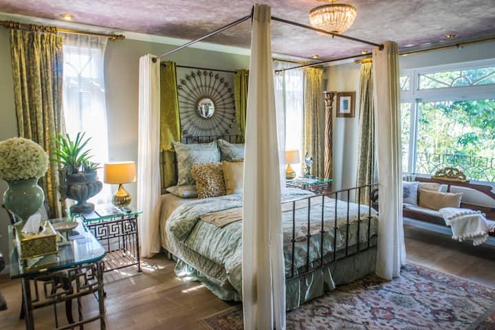 ElizabethII Exclusive Suite near Antigua Guatemala