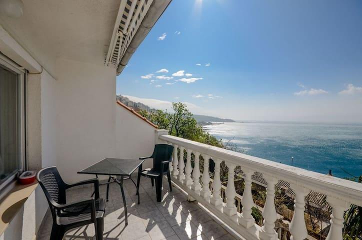 Appartement Au bord de mer, avec une chambre à coucher, à Senj, Le balcon