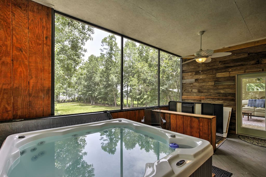 The spacious, 3,000-square-foot home features a screened-in porch with a 6-person hot tub.