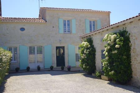 Maison spacieuse jusqu'à 7 pers. - Saint-Quantin-de-Rançanne - Hus