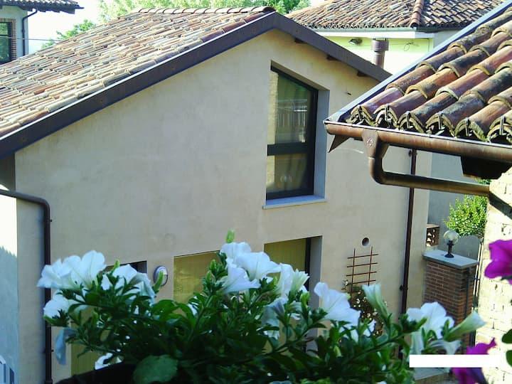 """Al Centro del Borgo """" Alba"""" intera casa"""