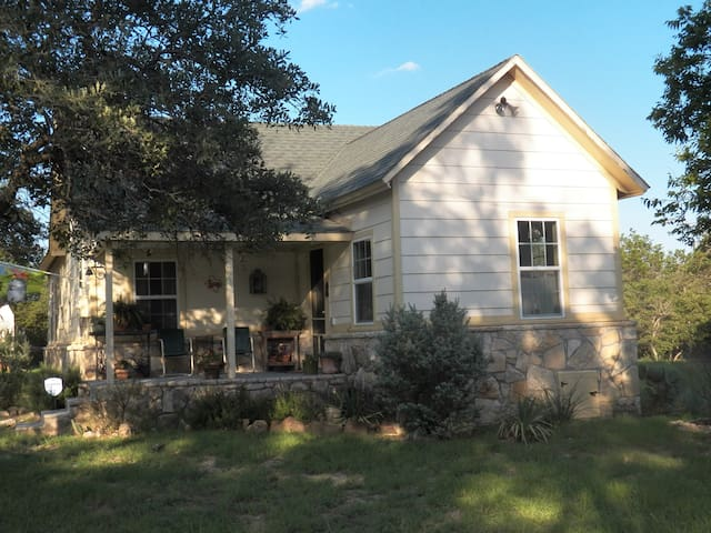 Charming house in the country - Glen Rose