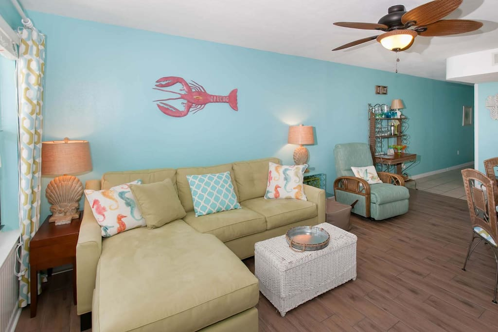 Living room with ceiling fan and seating for 4