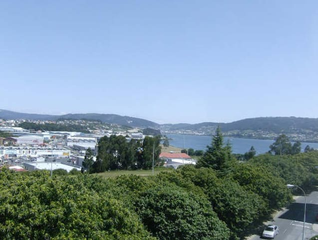 APARTAMENTO CON VISTAS AL MAR Y MONTAÑA EN FERROL - Ferrol - Apartment